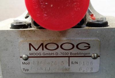 Moog D085-236 w Moog D760-2405A Servo Valve