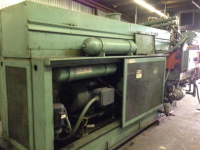 Uniloy 350R2, 6 head blow molder